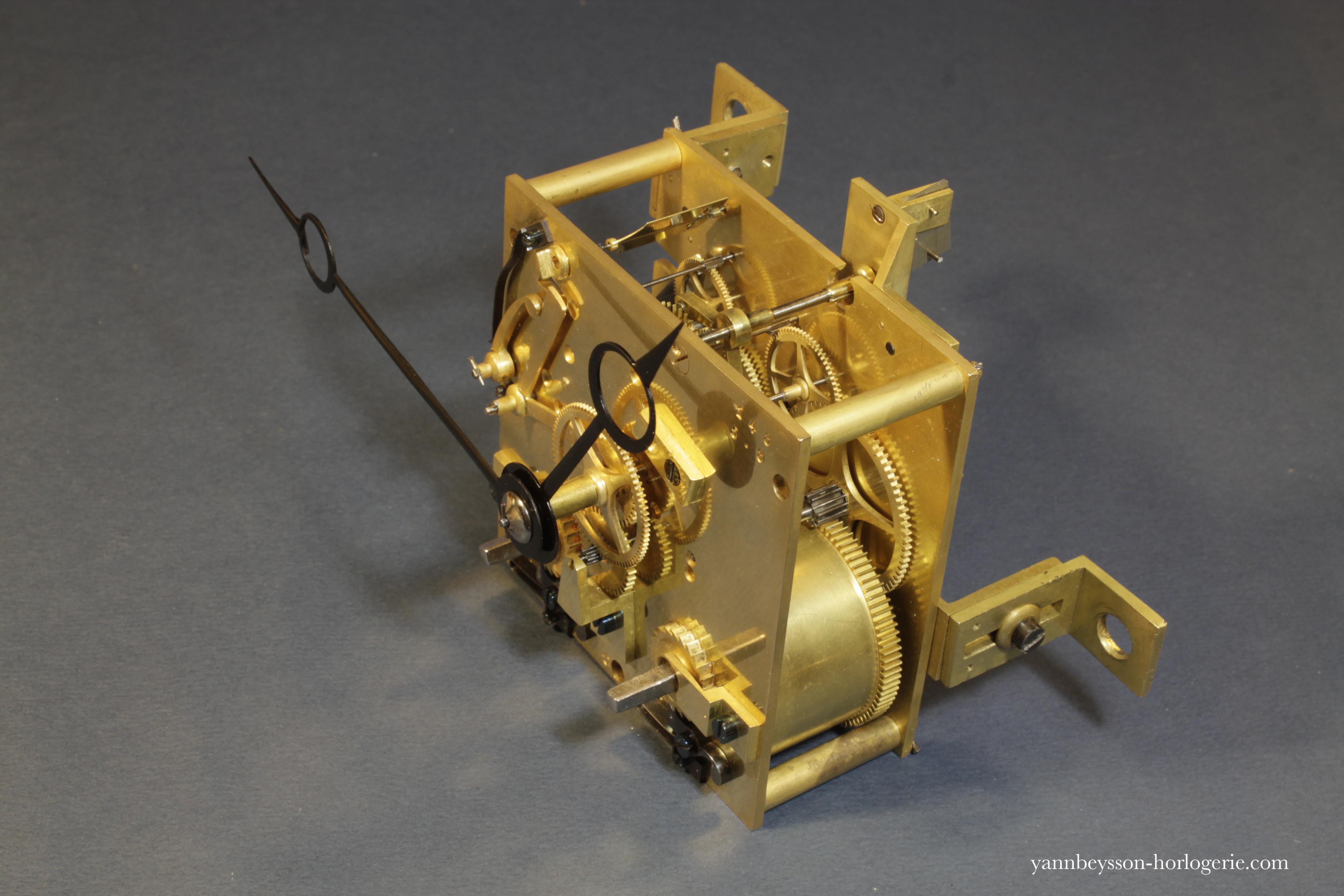 mecanisme-pendule-sonnerie-XIX-horlogerie-yann-beysson